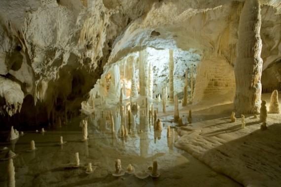 Frasassi: a family adventure in the caves