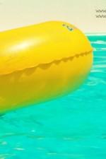 piscina-con-ciambella-bolle-blu